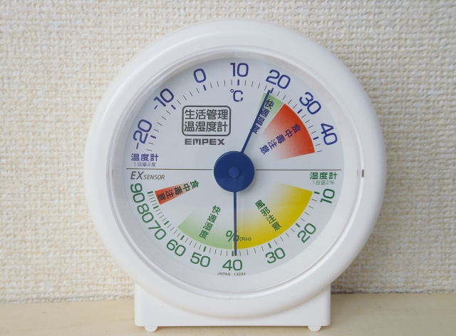 部屋の温度を低めにする
